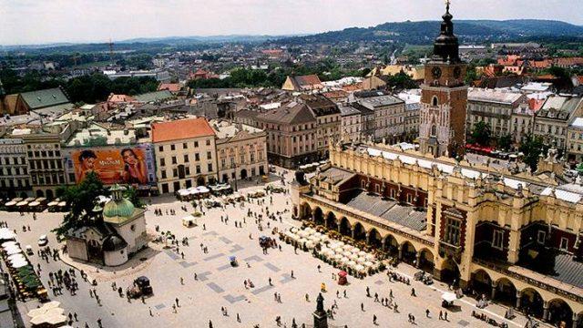 При пребывании в Польше белорусы обязаны ежедневно иметь 20 долларов