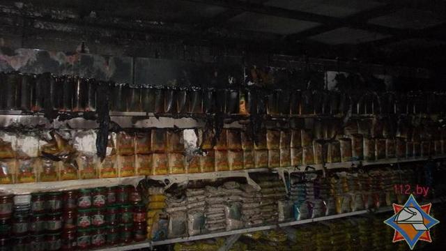 В Орше спасатели потушили пожар в магазине