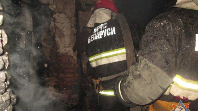 21-летний витебчанин проник в горящий дом, чтобы спасти людей, и получил ожоги рук