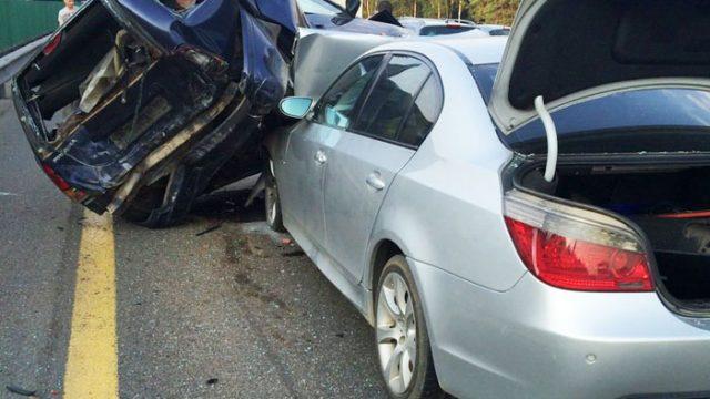 """Девушка на """"БМВ"""" спровоцировала ДТП на МКАД - пострадали 4 машины"""
