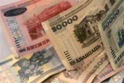 Доллар вплотную подошел к значению в 16 500  рублей