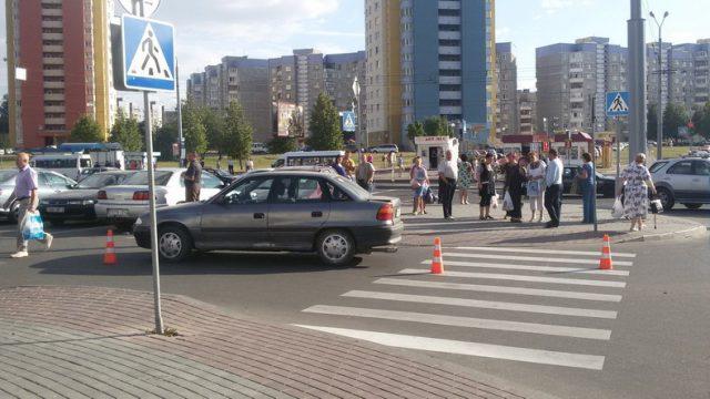 В Гродно автомобиль сбил двух девочек-велосипедисток