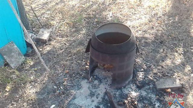 В Солигорском районе годовалый мальчик получил тяжелые ожоги, наступив на угли