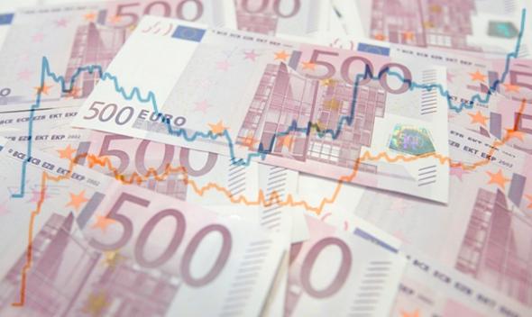 Сегодня евро вырос сразу на 500 рублей, доллар подорожал на 232 рубля
