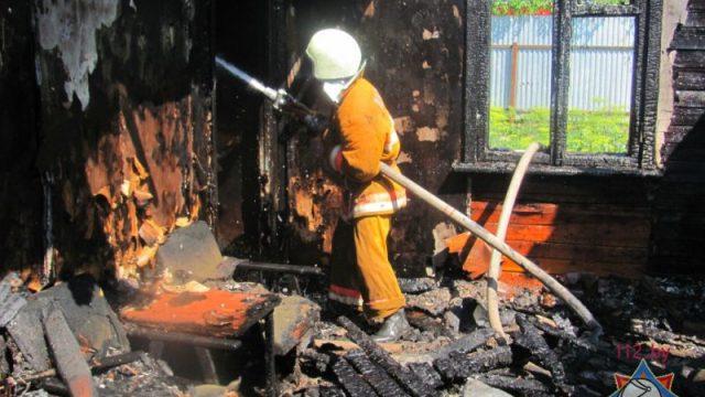 В Шумилинском районе сосед-лесник вынес ребёнка из пожара