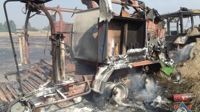 В Воложинском районе огонь с горящего трактора едва не перекинулся на деревню