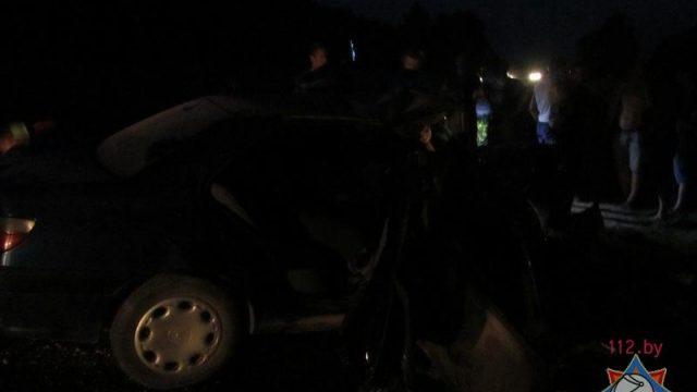 В Новогрудском районе заблокированного пассажира автомобиля доставали спасатели