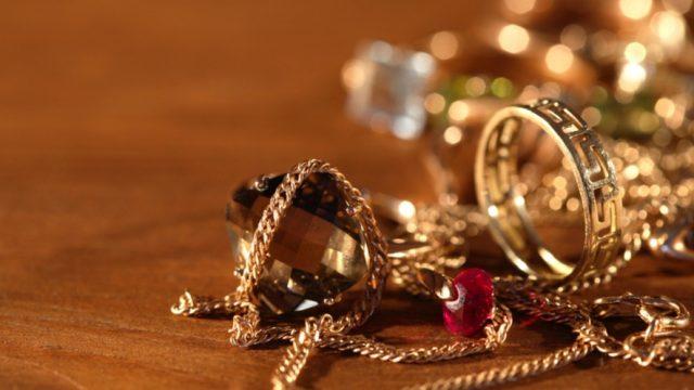 Жительницу Витебска, торговавшую золотом на дому, осудили на 3,5 года