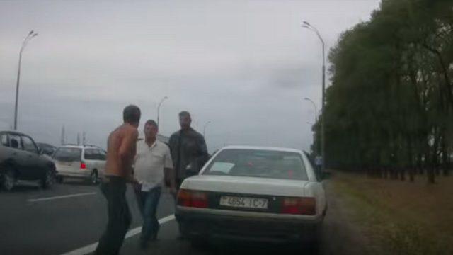 В Минске на МКАД подрались водители