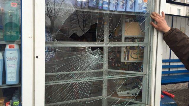 В Барановичах хулиган разбил витрину торгового павильона, чтобы не идти в армию