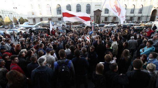 В центре Минска возле ГУМа прошёл пикет с участием оппозиционных политиков