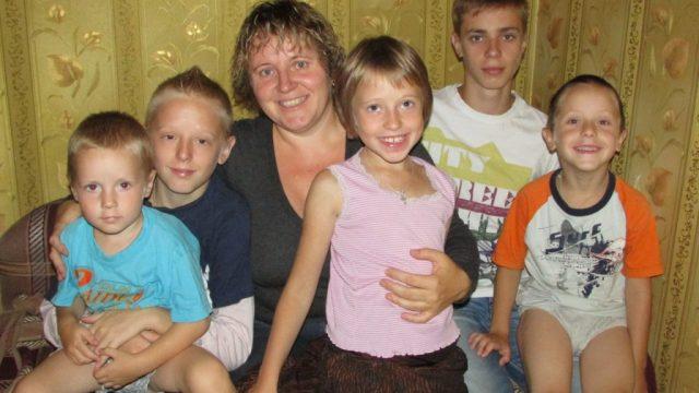 Александр Лукашенко наградил орденом многодетных женщин