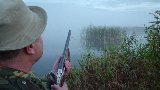 В Гродненском районе охотник вместо утки подстрелил рыбаков