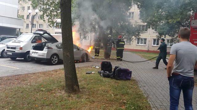 В Минске загорелся легковой автомобиль, месяц назад приобретённый на аукционе в США