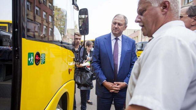 Банк развития безвозмездно передал школьные автобусы в Могилевскую и Брестскую области