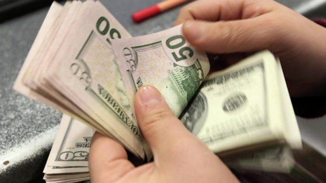 доллар подешевел