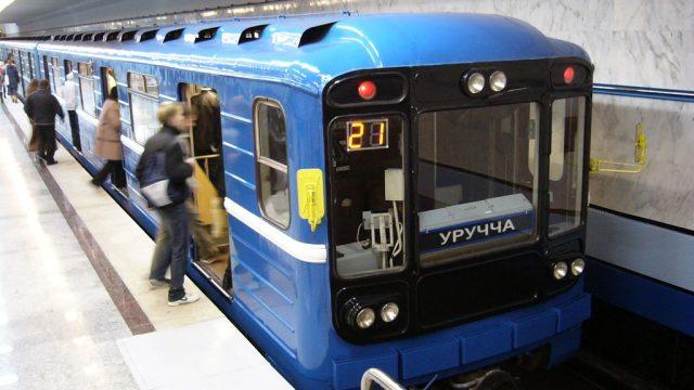 Первую линию метро вМинске останавливали из-за человека нарельсах