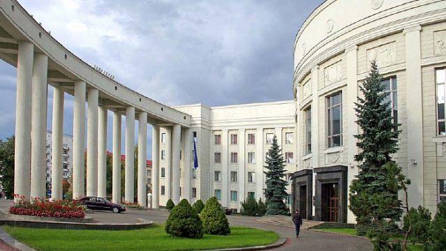 Гусаков: Наука Беларуссии работает наэкономику, ноне наполку