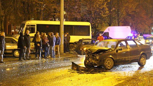 В Гродно произошло ДТП с участием трех автомобилей и троллейбуса