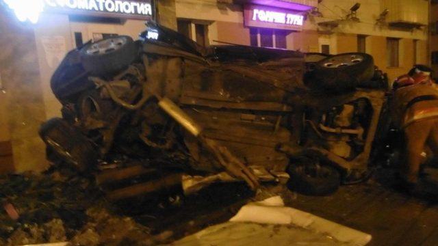 В Витебске автомобиль въехал в стену дома, пострадали 4 человека