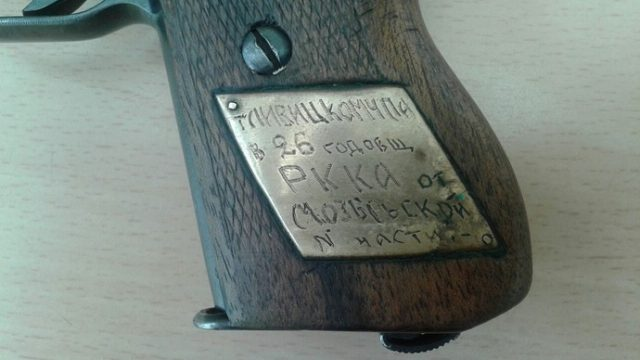 В Мозыре пенсионерка нашла за диваном трофейный пистолет