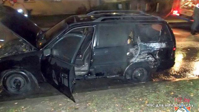 В Минске ночью неизвестный поджёг три автомобиля