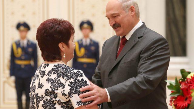 Александр Лукашенко вручил государственные награды за значительный вклад в развитие белорусского государства