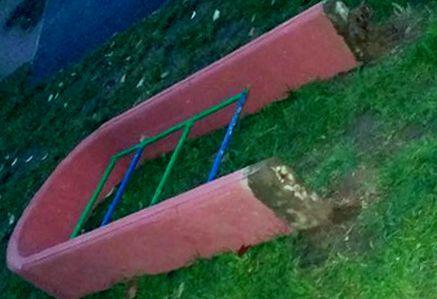 В Минске бетонная арка придавила двух девочек
