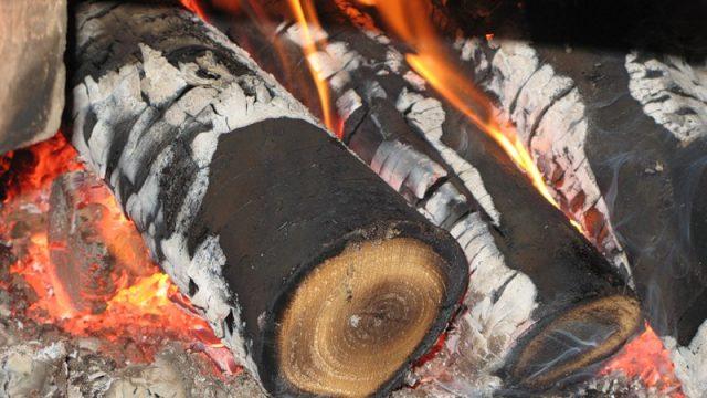 Бобруйчанин, разжигая печь бензином, получил сильные ожоги