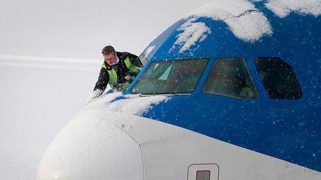 самолёт в снегу