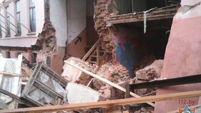 Обрушение стены