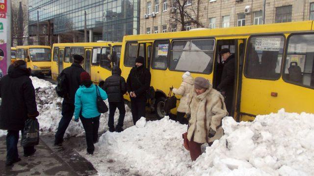 транспорт в снегу