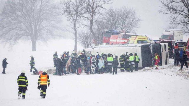 В Чехии перевернулся автобус с белорусскими туристами. 15 человек пострадали