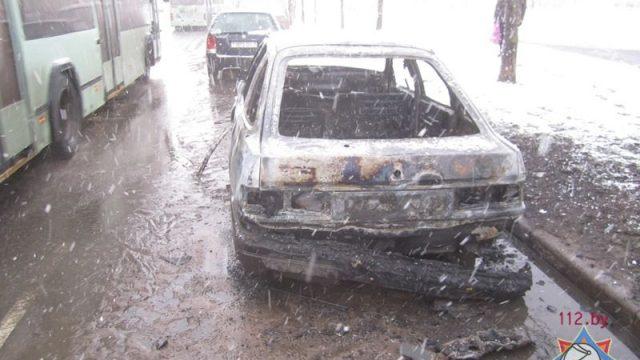 подожгли автомобиль