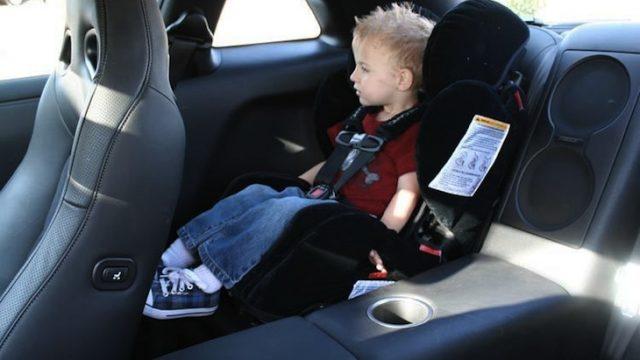 ребёнок в машине