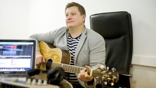 В Москве после нападения скончался бас-гитарист «Любэ» Павел Усанов