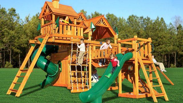 Для малышей нужно строить детские игровые комплексы