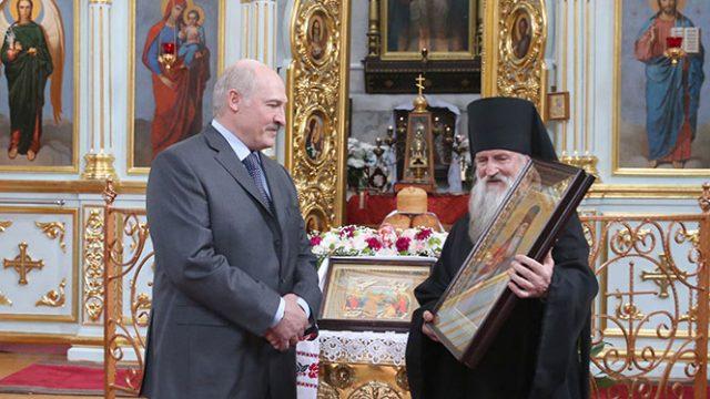 Лукашенко в церкви