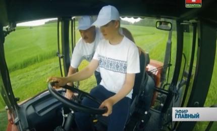 Лукашенко на тракторе