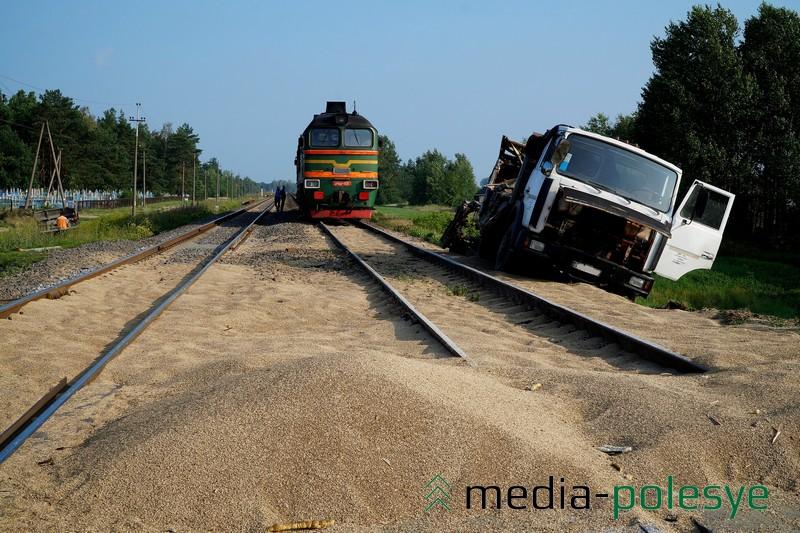 Из-за столкновения локомотива иМАЗа было прервано движение налинии Барановичи-Лунинец