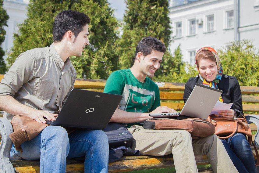 студенты из Ирана