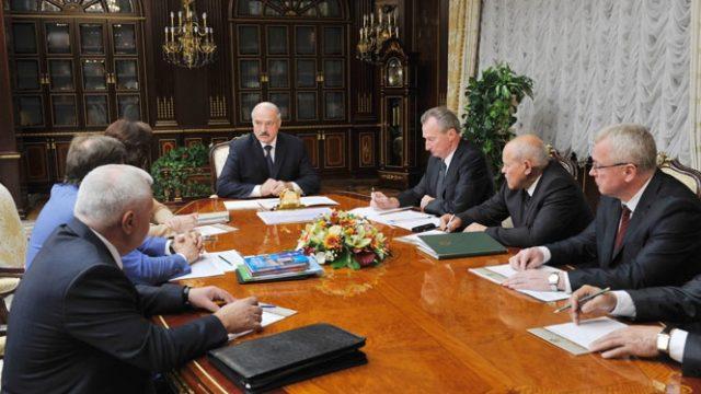 Александр Лукашенко: Хватит перемен вобразовании, необходимо дать нормальные учебники школам