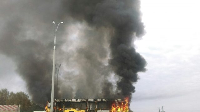 Под Минском зажегся автобус сдачниками