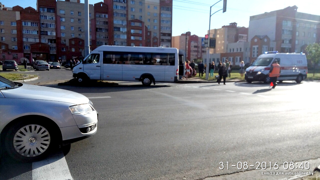 ВМинске маршрутка врезалась встолб: есть пострадавшие