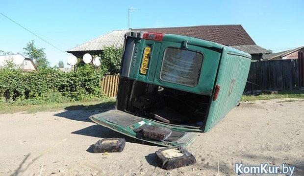 ВБобруйске перевернулись такси имаршрутка с9 пассажирами