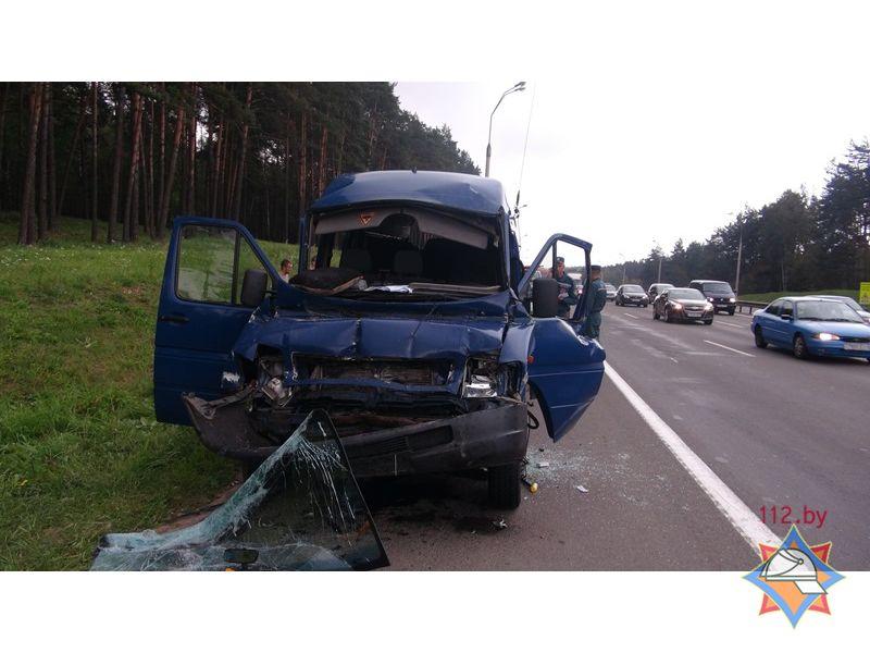 Под Минском маршрутка столкнулась с грузовым автомобилем - шесть пострадавших