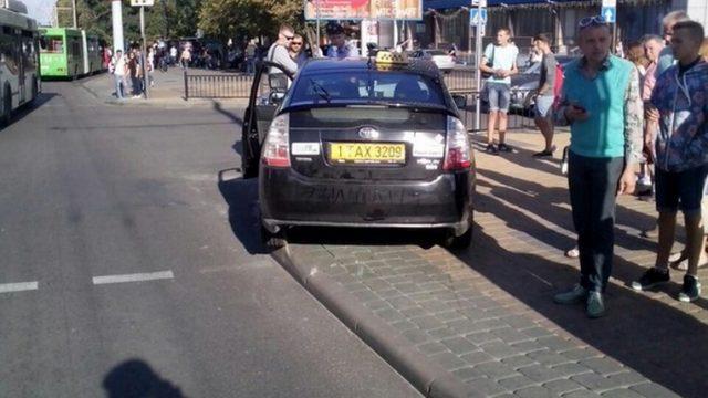 Шофёр такси сбил трёх пешеходов вБресте