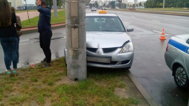 Три человека пострадали вДТП сучастием такси вМинске