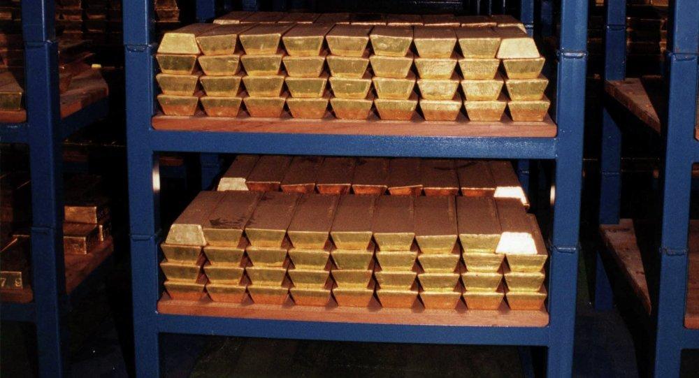 Золотовалютные резервы летом увеличились засчет рекордного объема пристроенных валютных облигаций