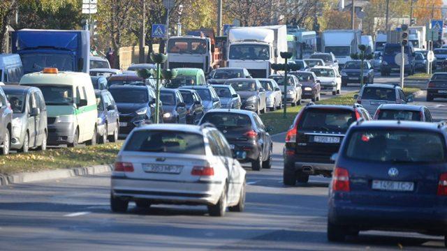 Власти Минска пересадят любителей автомобилей нагородской транспорт